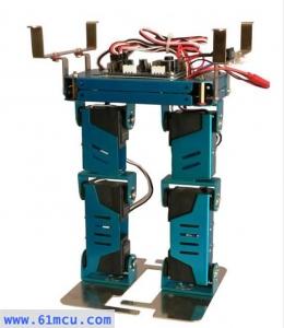 宽足印双足竞赛机器人